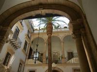 androne e cortile con portico di un palazzo - 8 agosto 2011 PALERMO LIDIA NAVARRA