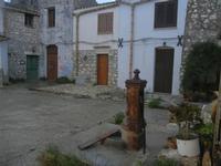 Castello di Baida - cortile - 30 ottobre 2011  - Balata di baida (1194 clic)