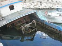 al porto - relitto - 17 marzo 2011  - Castellammare del golfo (986 clic)