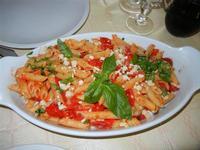 Pennette alla Caprese (pomodorini e mozzarella) - Lu Saracinu - 21 agosto 2011  - Sambuca di sicilia (1510 clic)