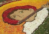 Infiorata 2010 - Bozzetti ispirati al tema: Musica dipinta: le forme e i colori della musica - SUONATORE DI FLAUTO - particolare - Via Nicolaci - 16 maggio 2010   - Noto (2618 clic)