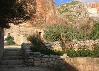 Le Grotte di Custonaci - Grotta preistorica Scurati - borgo rurale costruito più di un secolo fa ed abitato fino alla seconda guerra mondiale - 14 marzo 2010   - Custonaci (2048 clic)
