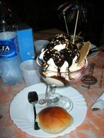 Coppa Piazzetta - gelato piazzetta, gelato cookies, pan di Spagna inzuppato al kermes, panna, cioccolata calda e granella di nocciole - 6 agosto 2010  - Balestrate (4528 clic)