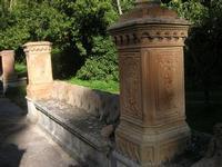 Villa Patti - sedile in pietra nel giardino - 5 dicembre 2010 CALTAGIRONE LIDIA NAVARRA
