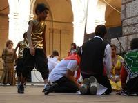 Spettacolo multietnico UNA SOLA FAMIGLIA UMANA nel cortile del Collegio dei Gesuiti - 19 giugno 2011  - Sciacca (537 clic)