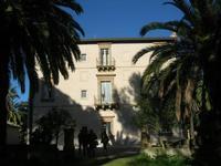 Villa Patti - facciata laterale e giardino - 5 dicembre 2010 CALTAGIRONE LIDIA NAVARRA