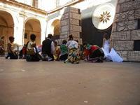 Spettacolo multietnico UNA SOLA FAMIGLIA UMANA nel cortile del Collegio dei Gesuiti - 19 giugno 2011  - Sciacca (531 clic)