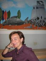 la prof.ssa Angelica Maimone ed il suo murales - I.C. Pascoli - 22 giugno 2010  - Castellammare del golfo (3242 clic)