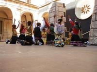 Spettacolo multietnico UNA SOLA FAMIGLIA UMANA nel cortile del Collegio dei Gesuiti - 19 giugno 2011  - Sciacca (551 clic)