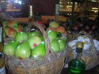 frutta martorana e dolcetti di mandorle in vetrina - 7 agosto 2010  - Erice (3159 clic)
