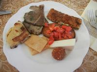 antipasto misto: zucchina panata, primo sale, arancinetta,panelle, bruschetta, funghi arrosto, frittatina di patate - Due Palme - 6 novembre 2011  - Santa ninfa (908 clic)
