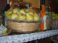 frutta martorana in vetrina - 7 agosto 2010  - Erice (3185 clic)