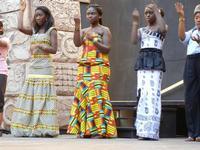 Spettacolo multietnico UNA SOLA FAMIGLIA UMANA nel cortile del Collegio dei Gesuiti - 19 giugno 2011  - Sciacca (629 clic)