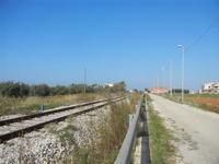 ferrovia a binario semplice parallela alla strada - 13 novembre 2011  - Marausa (1566 clic)