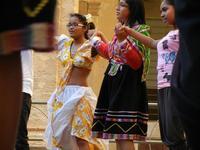 Spettacolo multietnico UNA SOLA FAMIGLIA UMANA nel cortile del Collegio dei Gesuiti - 19 giugno 2011  - Sciacca (614 clic)