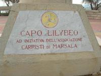Capo Lilybeo (o Capo Boeo) - la base della colonna in memoria dello sbarco dei Mille - Duce Garibaldi - 11.5.1860 -, della Battaglia di Lepanto - Don Juan D'Austria - 1571-1573 e della Guerra Punica - Scipione L'Africano - 149-146 A.C. - 23 gennaio 2011  - Marsala (1041 clic)