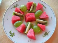 composizione di frutta (anguria, uva, kiwi) - Belvedere San Leonardo - 1 agosto 2010   - Erice (5799 clic)