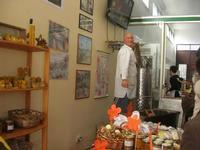 visita all'Apicoltura Cannizzaro - prodotti biologici - illustrazione della lavorazione del miele - 5 dicembre 2010  - Grammichele (2342 clic)