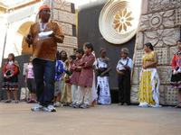 Spettacolo multietnico UNA SOLA FAMIGLIA UMANA nel cortile del Collegio dei Gesuiti - 19 giugno 2011  - Sciacca (992 clic)