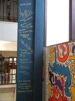 TRILOGIA D'AUTORE - TUTTO MONDO (particolare) - omaggio a Keith Haring (1958 - 1990) - a cura del prof. Giuseppe Monticciolo ed alcuni suoi alunni - le firme degli autori - I.C. G. Pascoli - 10 giugno 2011  - Castellammare del golfo (803 clic)