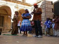 Spettacolo multietnico UNA SOLA FAMIGLIA UMANA nel cortile del Collegio dei Gesuiti - 19 giugno 2011  - Sciacca (1263 clic)