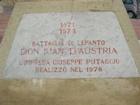 Capo Lilybeo (o Capo Boeo) - la base della colonna in memoria dello sbarco dei Mille - Duce Garibaldi - 11.5.1860 -, della Battaglia di Lepanto - Don Juan D'Austria - 1571-1573 e della Guerra Punica - Scipione L'Africano - 149-146 A.C. - 23 gennaio 2011  - Marsala (1169 clic)