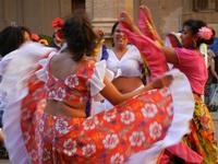 Spettacolo multietnico UNA SOLA FAMIGLIA UMANA nel cortile del Collegio dei Gesuiti - 19 giugno 2011  - Sciacca (1391 clic)