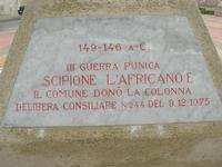 Capo Lilybeo (o Capo Boeo) - la base della colonna in memoria dello sbarco dei Mille - Duce Garibaldi - 11.5.1860 -, della Battaglia di Lepanto - Don Juan D'Austria - 1571-1573 e della Guerra Punica - Scipione L'Africano - 149-146 A.C. - 23 gennaio 2011  - Marsala (1076 clic)