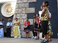 Spettacolo multietnico UNA SOLA FAMIGLIA UMANA nel cortile del Collegio dei Gesuiti - 19 giugno 2011  - Sciacca (1161 clic)