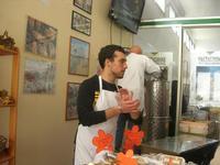 visita all'Apicoltura Cannizzaro - prodotti biologici - illustrazione della lavorazione del miele - 5 dicembre 2010  - Grammichele (2405 clic)