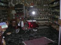 bottega ceramiche con vespa 50 - 4 dicembre 2010 CALTAGIRONE LIDIA NAVARRA