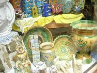 ceramiche in vetrina - 1 agosto 2010  - Erice (1681 clic)
