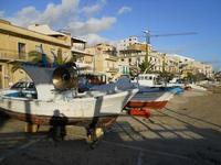 barche e case sulla spiaggia - 6 gennaio 2010  - Marinella di selinunte (2697 clic)