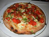 Pizza Case Colomba, con pomodorini, mozzarella, olive, capperi, salame piccante, basilico, origano e prezzemolo - Busith - 17 settembre 2011  - Buseto palizzolo (951 clic)