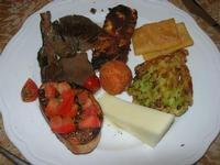 antipasto misto: funghi arrosto - bruschetta - arancinetta - panelle - formaggio fresco - broccolo fritto - zucchina panata - Due Palme - 9 gennaio 2011  - Santa ninfa (1713 clic)