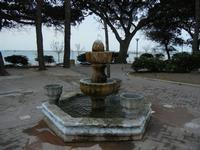 fontana nel giardino pubblico sul Lungomare Mazzini - 25 aprile 2011  - Mazara del vallo (885 clic)