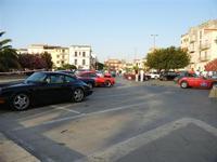 6ª NOTTURNA DI MEZZ'ESTATE - auto posteggiate in Piazza della Repubblica - 9 luglio 2011  - Alcamo (1327 clic)