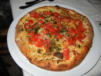 Pizza Vecchia Trapani, con pomodoro fresco, capperi, aglio, pecorino e prezzemolo - Busith - 17 settembre 2011  - Buseto palizzolo (1057 clic)