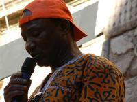 Spettacolo multietnico UNA SOLA FAMIGLIA UMANA nel cortile del Collegio dei Gesuiti - 19 giugno 2011  - Sciacca (1369 clic)