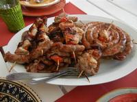 spiedini di carne e salsiccia arrostiti - 28 agosto 2011  - Alcamo marina (965 clic)