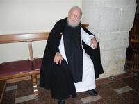 Frate Calogero di 82 anni all'interno della Basilica di San Calogero sul Monte Kronio - 19 giugno 2011  - Sciacca (1482 clic)