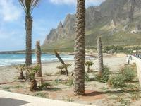 spiaggia e Monte Cofano - 2 giugno 2010  - Cornino (4490 clic)