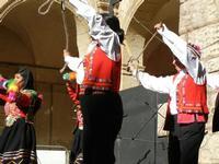 Spettacolo multietnico UNA SOLA FAMIGLIA UMANA nel cortile del Collegio dei Gesuiti - 19 giugno 2011  - Sciacca (831 clic)