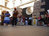 Spettacolo multietnico UNA SOLA FAMIGLIA UMANA nel cortile del Collegio dei Gesuiti - 19 giugno 2011  - Sciacca (1186 clic)