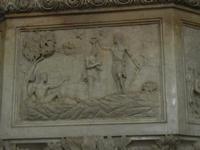 la Cattedrale Metropolitana della Santa Vergine Maria Assunta - interno: particolare del fonte batte