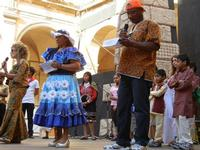 Spettacolo multietnico UNA SOLA FAMIGLIA UMANA nel cortile del Collegio dei Gesuiti - 19 giugno 2011  - Sciacca (1196 clic)