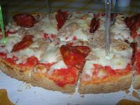 Bruschetta Stammi Lontano, con passata di pomodoro, mozzarella, tonno e salamino piccante - La Piazzetta - 11 settembre 2010  - Balestrate (3877 clic)