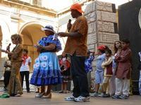 Spettacolo multietnico UNA SOLA FAMIGLIA UMANA nel cortile del Collegio dei Gesuiti - 19 giugno 2011  - Sciacca (1184 clic)