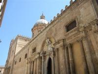 la Cattedrale Metropolitana della Santa Vergine Maria Assunta - cupola e facciata laterale - 8 agost