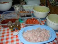 i condimenti per la pizza preparata in casa da Angela - 24 agosto 2011  - Alcamo (874 clic)